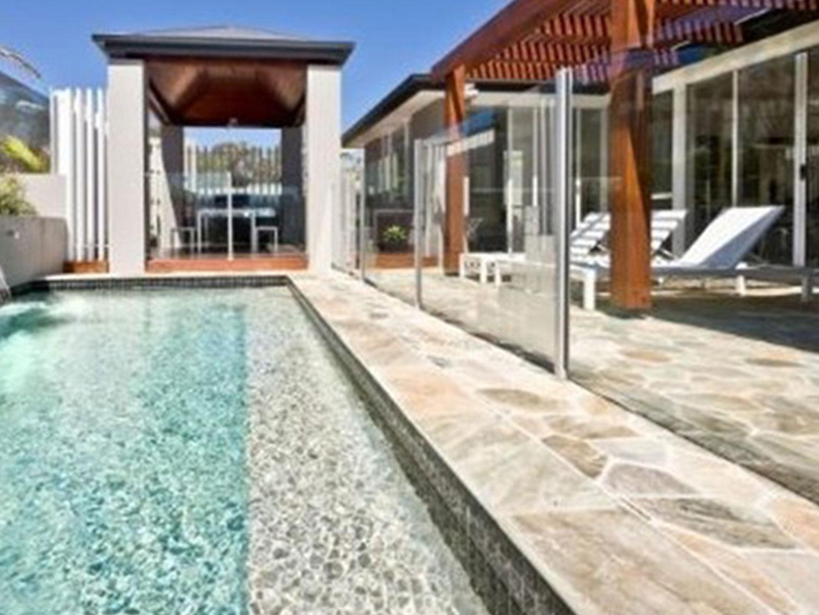 pool-fence-001